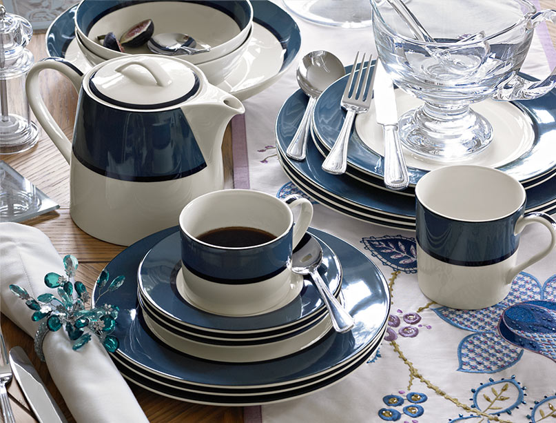 Tea sets, cups & mugs